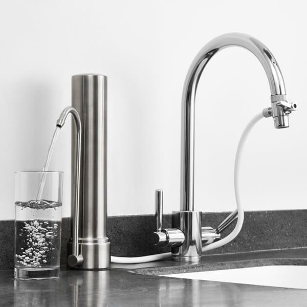 Filtro de agua sobre encimera HCS de Doulton. Dejará un agua limpia y libre de tóxicos lista para beber. Los encontrás en la tienda del Doctor Agua