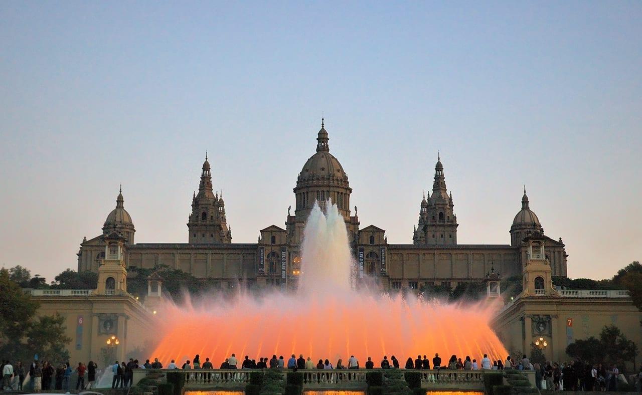 Fuente mágica de Montjuic, nuestros filtros de agua para casa son de los productos más demandados de la feria BioCultura Barcelona, la gente está cada vez más concienciada en beber agua filtrada en casa