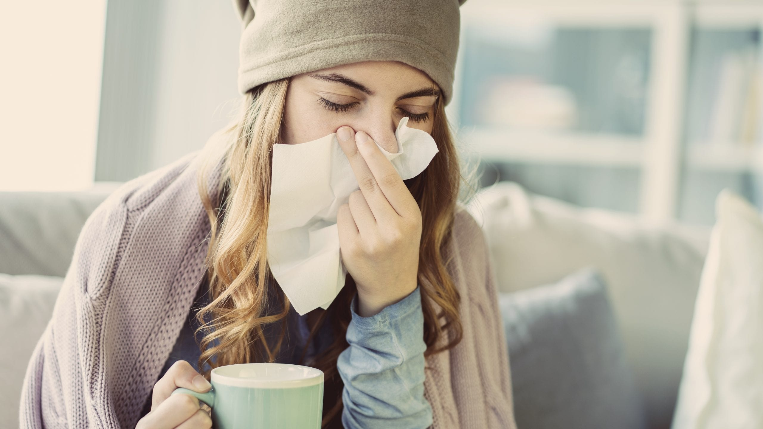 Para la tos es recomendable beber infusiones hechas con agua filtrada
